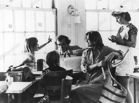 Vanina Holasek, Michel Touchard, Woody Allen, Marie-Christine Barrault