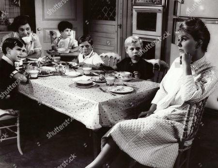 Charles Herbert, Patsy Kelly, Larry Gellert, Flip Mark, Stanley Livingston, Doris Day