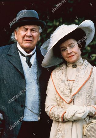 Peter Ustinov, Prunella Scales
