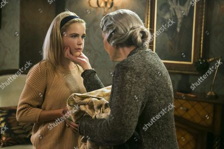 Stock Picture of Kiernan Shipka, Ellen Burstyn