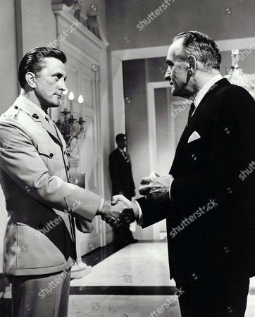 Kirk Douglas, Fredric March