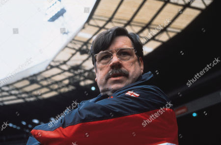 Editorial photo of Mike Bassett - England Manager - 2001