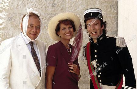 Herbert Lom, Claudia Cardinale, Roberto Benigni