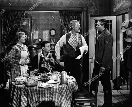 Mae Marsh, John Wayne, Ward Bond, Ben Johnson