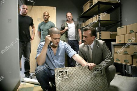 Dominic Purcell, Amaury Nolasco, Wentworth Miller, Wade Williams, Robert Knepper