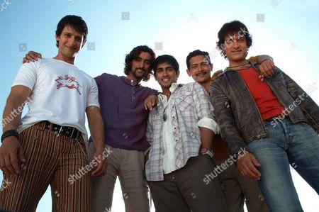 Sharman Joshi, Kunal Kapoor, Siddharth, Atul Kulkarni, Aamir Khan