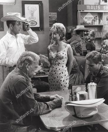Paul Newman, Melvyn Douglas, Yvette Vickers, Brandon De Wilde