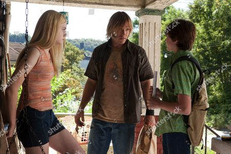 Elle Fanning, Ron Eldard, Joel Courtney