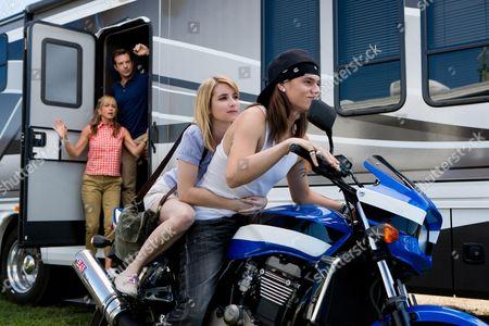 Jennifer Aniston, Jason Sudeikis, Emma Roberts, Mark L. Young