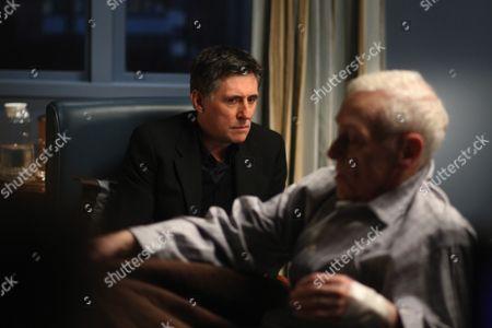 Gabriel Byrne, John Mahoney