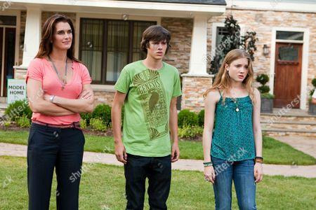Brooke Shields, Matt Prokop, Skyler Samuels