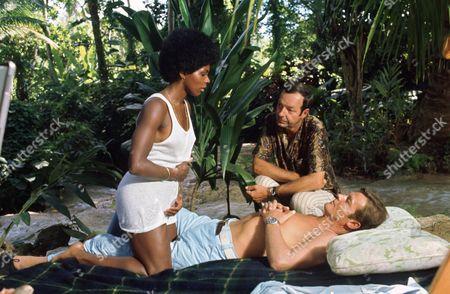 Gloria Hendry, Guy Hamilton, Roger Moore