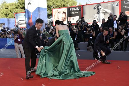 So-ri Moon stumbles and falls on the red carpet