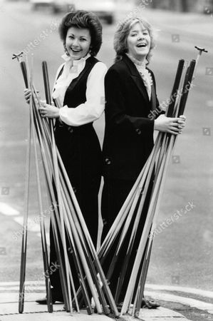Mandy Fisher (left) And Allison Fisher Women Snooker Players. Box 703 70208162 A.jpg.