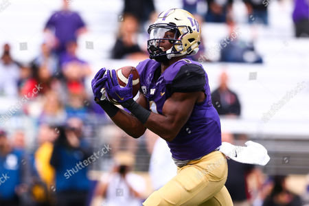 Washington's John Ross III (1) catches a deep pass for a touchdown during the first half of a game between the Washington Huskies and Rutgers Scarlet Knights at Husky Stadium in Seattle, WA on , 2016