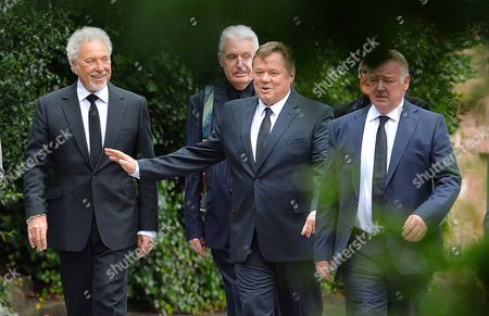 Cilla Black Funeral - (l To R) Sir Tom Jones Mike Mccartney Ted Robbins And Les Dennis Arrives At St.mary' Rc Church Woolton Liverpool Merseyside. - 20/8/15.