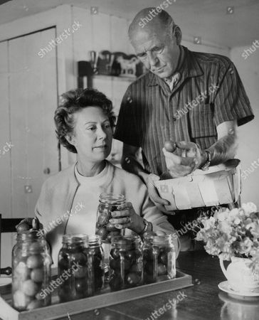 Actress Noel Dyson Who Is To Replace Jessie Matthews As Mrs Dale For A Few Weeks With Her Husband Actor Kenneth Edwards. Box 703 1002081631 A.jpg.