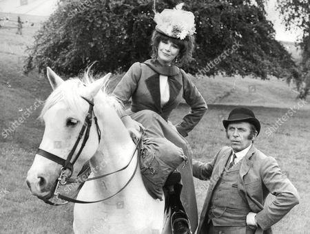 Actress Fenella Fielding And Alan Dobie Filming An Episode Of The New Series Of Sergeant Cribb The Detective Tv Programme. Box 703 402081610 A.jpg.