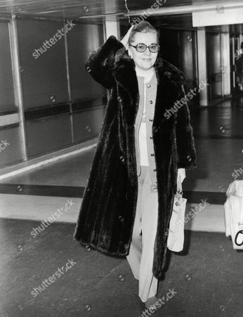Actress Joan Fontaine Arriving At Heathrow Airport. Box 704 904081642 A.jpg.