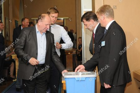 The speaker of Parliament Eiki Nestor was in his element on the second day of elections.