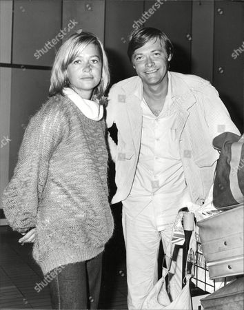 Actors Judy Geeson And Simon Ward Arriving At Heathrow Airport From Zimbabwe. Box 706 603081612 A.jpg.
