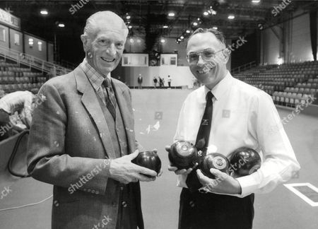 Granada Bowls Commmentator Politician Journalist And Tv Executive John Freeman (l) With Bowls Player David Bryant. Granada Superbowl Tournament. Box 705 105081612 A.jpg.