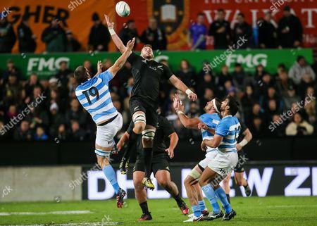 New Zealand vs Argentina. New Zealand's Luke Romano