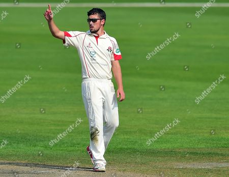 Simon Kerrigan celebrates his 4th Wicket for Lancs against Middx