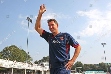 David Masters of Essex waves to the fans as he announces his retirement from cricket at the end of the 2016 season during Essex CCC vs Glamorgan CCC, Specsavers County Championship Division 2 Cricket at the Essex County Ground on 15th September 2016