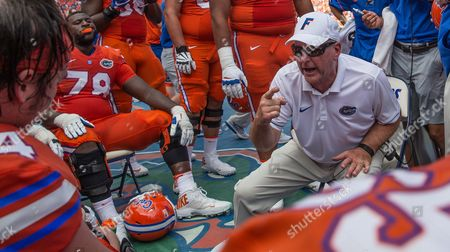 Florida Offensive Line Coach Mike Summers instructs his players during 1st half NCAA football action against Kentucky at University of Florida