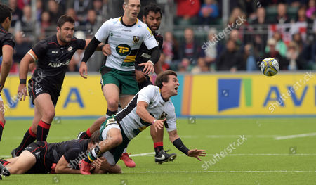Northampton's Lee Dickson off-loads as he is tackled by Saracens' Chris Wyles - Rugby Union - Saracens v Northampton Saints - Aviva Premierhip round 3 - 17/09/16 - At Allianz Park, Hendon London, UK. Photo Credit; Tom Dwyer/Seconds Left Images