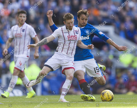 Niko Kranjcar of Rangers challenged by Michael Gardyne of Ross County during the SPFL Ladbrokes Premiership match between Rangers and Ross County at Ibrox Stadium, Glasgow on 17th September