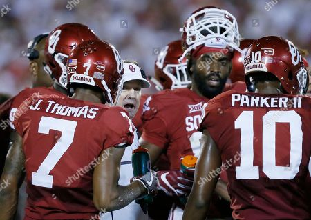 Bob Stoops, Thomas, Ward, Parker Oklahoma coach Bob Stoops, center, talks with his team during the second quarter of an NCAA college football game against Ohio State in Norman, Okla., . From left are cornerback Jordan Thomas, Stoops, defensive end D.J. Ward and safety Steven Parker