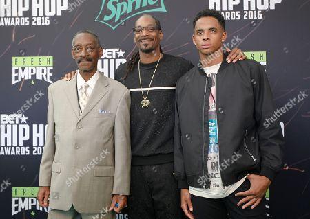 "Calvin Broadus, Jr., Snoop Dog, Vernell Varnado, Cordell Broadus Calvin Broadus, Jr.. aka ""Snoop Dog."" center, arrives with his father, Vernell Varnado, left, and son, Cordell Broadus, for the BET Hip Hop Awards in Atlanta"