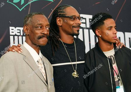 """Calvin Broadus, Jr., Snoop Dog,Vernell Varnado, Cordell Broadus Calvin Broadus, Jr. aka """"Snoop Dog"""",center, arrives with his father Vernell Varnado, left, and son Cordell Broadus, right, for the BET Hip Hop Awards in Atlanta"""