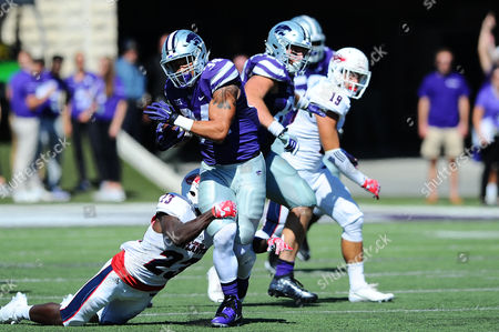 Kansas State Wildcats running back Alex Barnes (34) tries to break a shoestring tackle by Florida Atlantic Owls defensive back Raekwon Williams (23)