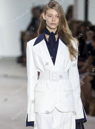 Stock Image of Ondria Hardin on the catwalk