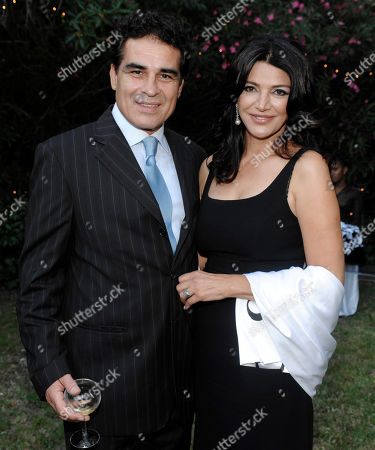 "Shohreh Aghdashloo, Houshang Touzie Shohreh Aghdashloo, right, and her husband Houshang Touzie pose together at ""A Black and White Gala for Barack Obama...America's Next President,"" in Beverly Hills, Calif"