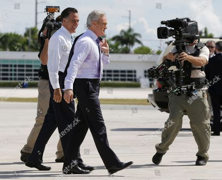 Mitt Romney, Scott Pelley Republican presidential candidate and former Massachusetts Gov. Mitt Romney boards his campaign plane with Scott Pelley, center, of CBS News in Miami