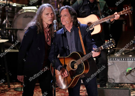 """Timothy B. Schmit, left, and Jeff Hanna sing """"Will the Circle be Unbroken"""" during the finale"""