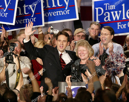 PAWLENTY MOLNAU Gubernatorial candidate Tim Pawlenty and running mate Carol Molnau celebrate their victory at Republican election headquarters, in Bloomington, Minn. Pawlenty defeated Democrat Roger Moe; Tim Penny, the Independence Party's successor to Gov. Jesse Ventura; and Green Party candidate Ken Pentel