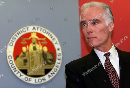 GARCETTI Los Angeles County District Attorney Gil Garcetti declines to answer questions from the media regarding the Rampart police corruption case during a news conference in Los Angeles . Garcetti used the opportunity to thank his staff and supporters following his defeat in Tuesday's election by challenger and Garcetti's top deputy Steve Cooley
