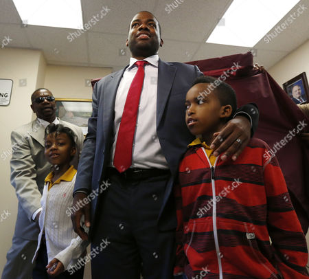 Shavar Jeffries, Naomi Jeffries, Kaleb Jeffries Newark mayoral candidate Shavar Jeffries, center, stands with his children, Naomi Jeffries, 7, left, and Kaleb Jeffries, 9, after casting his vote, in Newark, N.J. Tuesday's election will decide whether Jeffries, a former state assistant attorney general, or his opponent, City Councilman Ras Baraka, will take over the seat Cory Booker occupied from 2006 until October 2013, when he won a special election to succeed U.S. Sen. Frank Lautenberg, who died in office