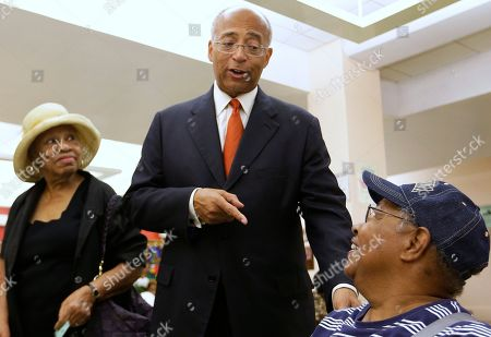 Bill Thompson New York City Democratic mayoral hopeful Bill Thompson talks to several women as he campaigns at the Central Harlem Senior Citizens Center, in New York