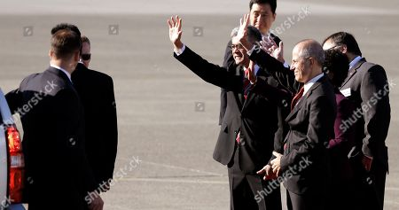 Xi Jinping, Gary Locke, China Dignitaries, including former U.S. Ambassador to China Gary Locke, center left, wave at Chinese President Xi Jinping as he departs Boeing Field after his arrival, in Everett, Wash. Xi is spending three days in Seattle before traveling to Washington, D.C., for a White House state dinner on Friday