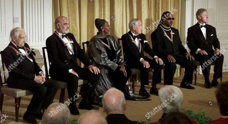 WONDER President Clinton, far right, sits with Kennedy Center Honorees from L-R comedian Victor Borge, actor Sean Connery, dancer and teacher Judith Jamison, actor Jason Robards and singer/songwriter Steve Wonder during a reception in the East Room in the White House in Washington, DC