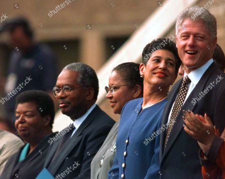 L President Clinton, right, stands with four members of the Little Rock Nine on the front steps of Central High School in Little Rock, Ark., . They are celebrating the 40th anniversary of the integration of the school. From left are Elizabeth Eckford, Ernest Green, Gloria Ray Karlmark and Carlotta Walls LaNier