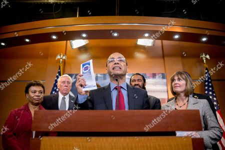 "Steny Hoyer, Luis Gutierrez Rep. Barbara Lee, D-Calif., left, House Minority Whip Steny Hoyer of Md., second from left, Rep. Al Green, D-Texas, second from right, and Rep. Kathy Castor, D-Fla., right, join Rep. Luis Gutierrez, D-Ill., right as he announces a ""Family Defender Toolkit"" pamphlet at a press conference on Capitol Hill in Washington, to help ""educate individuals and families about the president's immigration executive actions"" and help protect against deportation"