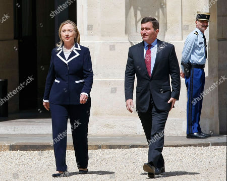 US Secretary of State Hillary Rodham Clinton arrives at the Elysee Palace with US Ambassador to France Charles H. Rivkin for a meeting with French President Francois Hollande
