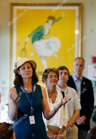 Pam Shriver Pam Shriver, left, asks a question during a news conference before the induction ceremony at the International Tennis Hall of Fame in Newport, R.I